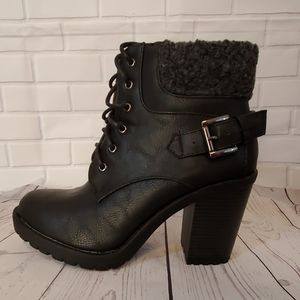 Analee black heeled booties sz 6.5